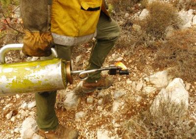 Le brûleur utilisé, rempli d'un mélange de gasoil et d'essence