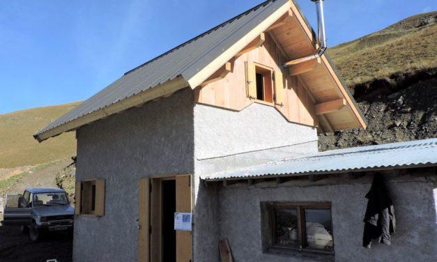 Une nouvelle cabane pastorale tout juste finie dans la vallée de l'Ubaye