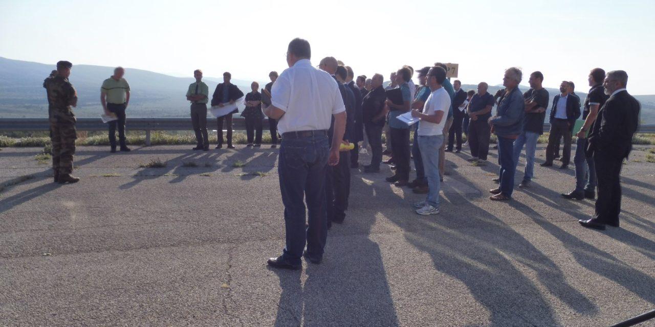 Visite du Préfet coordonnateur du plan national d'actions sur le loup et les activités d'élevage à Canjuers (Var)